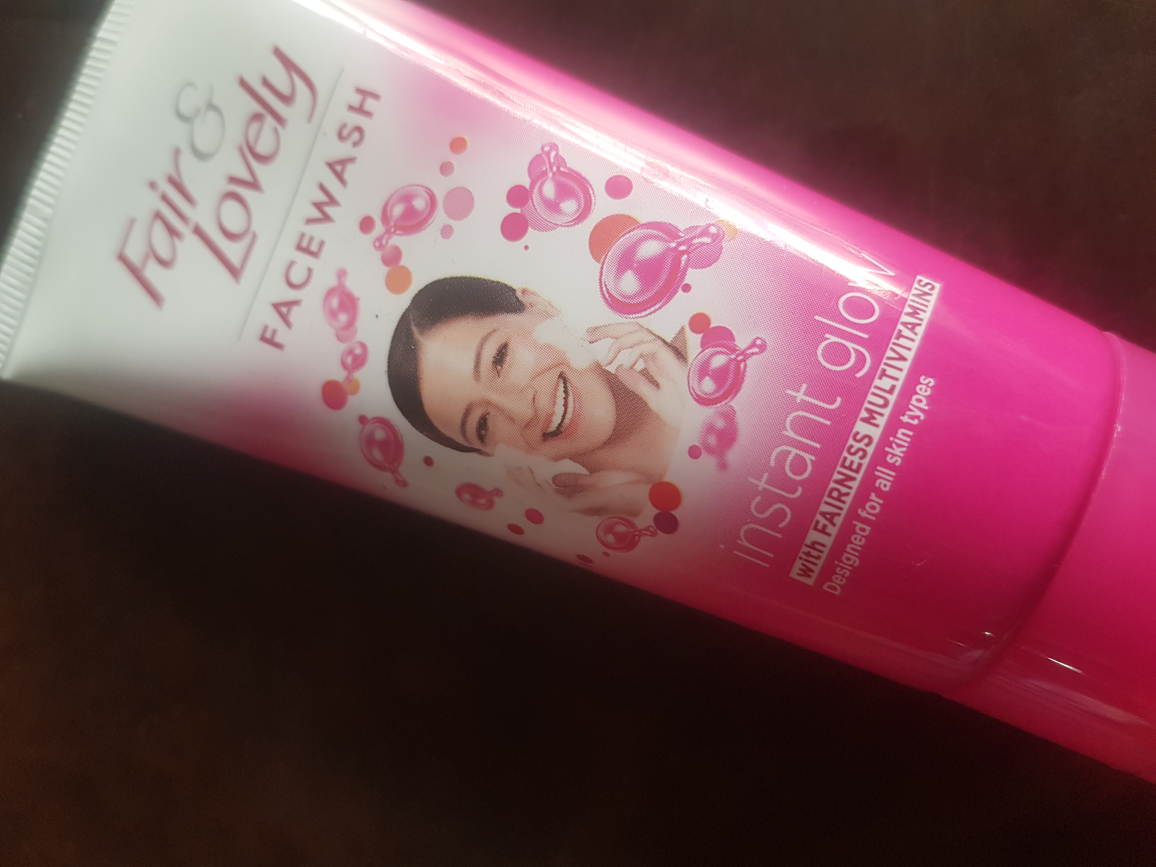 Fair & Lovely Instant Glow Clean Up Fairness Face Wash-Awesome face wash for Fair and Lovely fans!-By poonam_kakkar