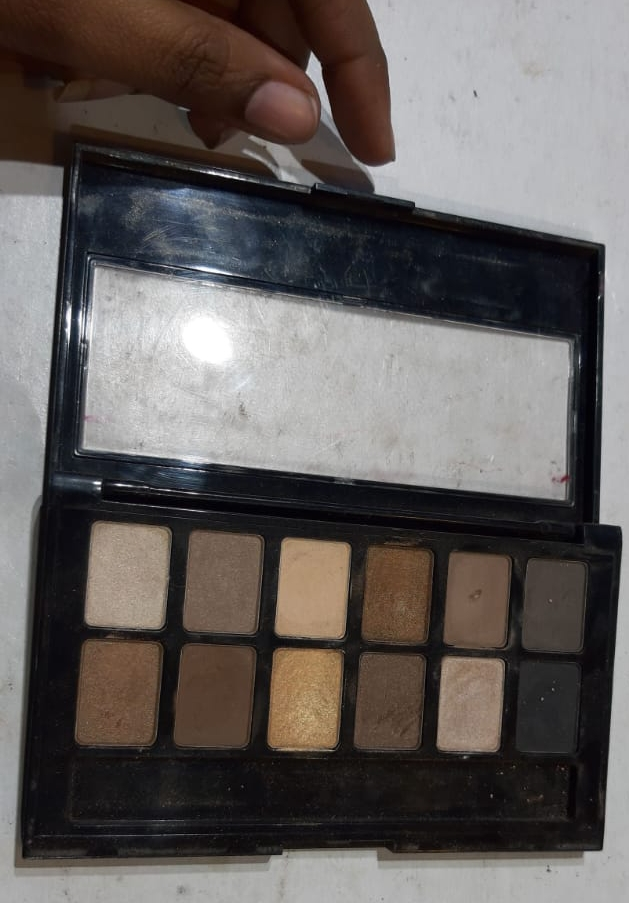 Maybelline New York The Nudes Eyeshadow Palette-Nice eye shadow palette!-By poonam_kakkar-2