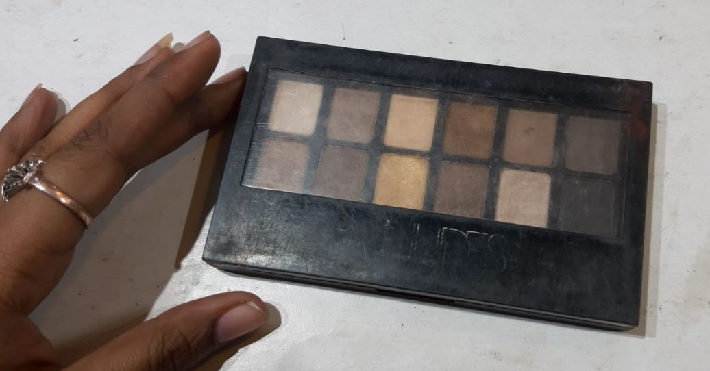 Maybelline New York The Nudes Eyeshadow Palette-Nice eye shadow palette!-By poonam_kakkar-1