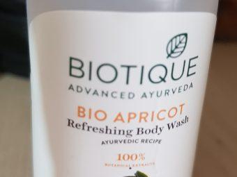 Biotique Bio Apricot Refreshing Body Wash pic 2-Mild and gentle!-By poonam_kakkar