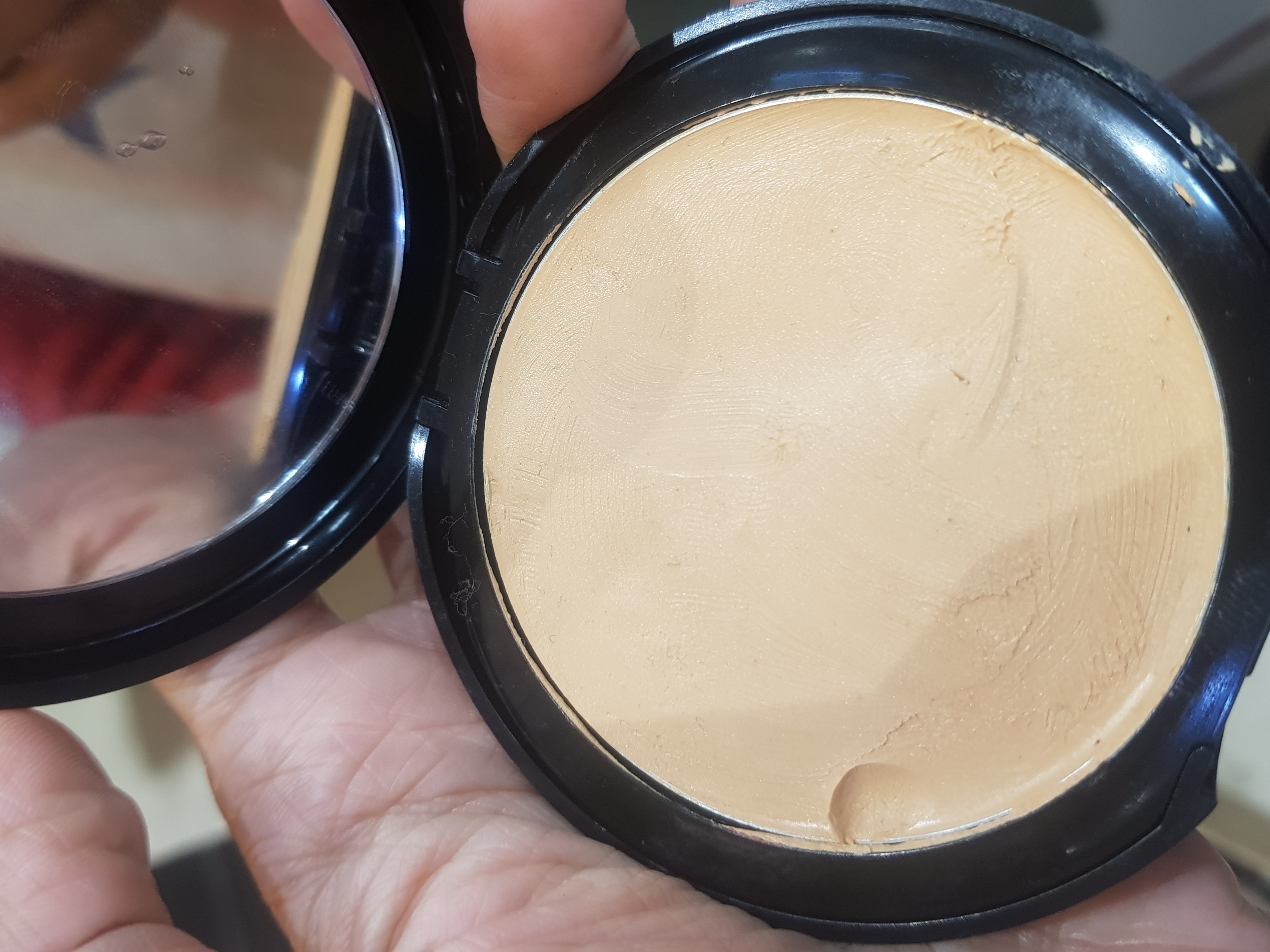 Lakme Absolute White Intense Wet & Dry Compact-3 in 1 compact!-By poonam_kakkar