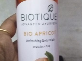 Biotique Bio Apricot Refreshing Body Wash pic 2-Good one-By Nasreen