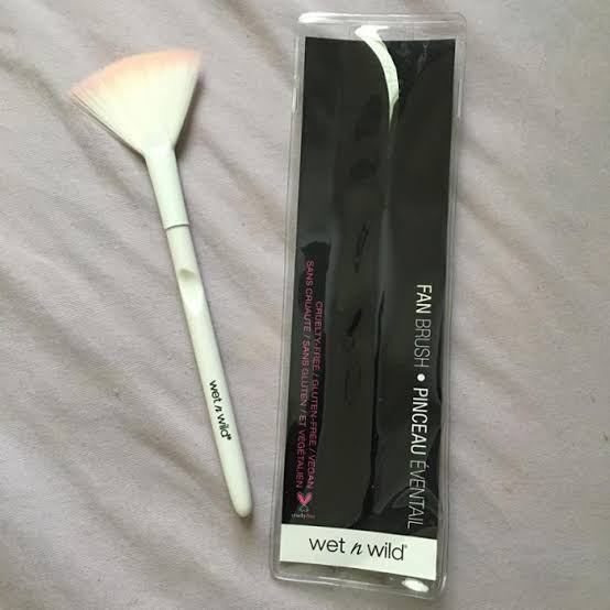 Wet n Wild Fan Brush-Great for highlighter-By pogostylecase