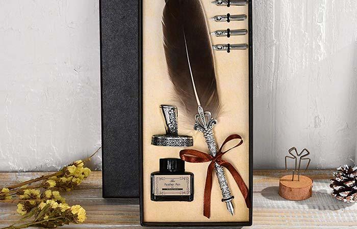 Vintage quill pen
