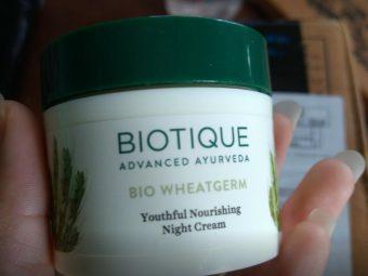 Biotique Bio Wheat Germ Youthful Nourishing Night Cream pic 2-Best cream-By sanna