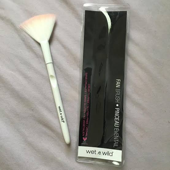 Wet n Wild Fan Brush-Brush-By bushraa