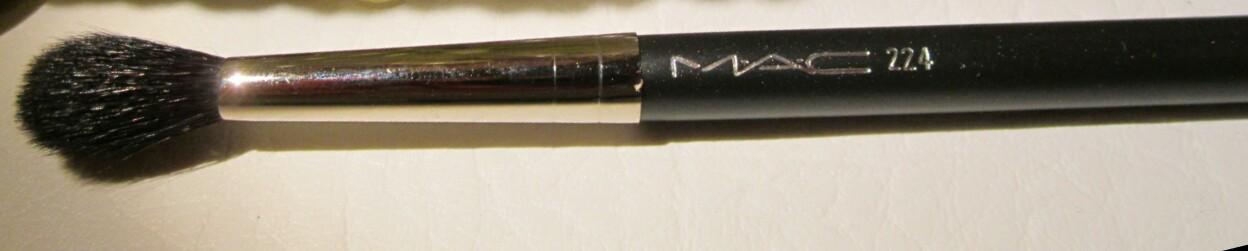 MAC 224 Tapered Blending Brush-MAC Tapered Blending Brush 224-By aneesha