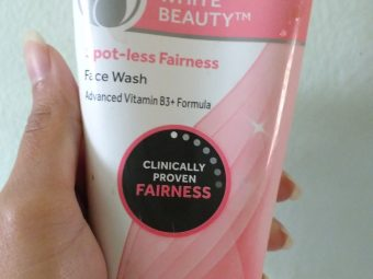 Pond's White Beauty Daily Spotless Lightening Face Wash -Gentle cleanser-By ashwini_bhagat