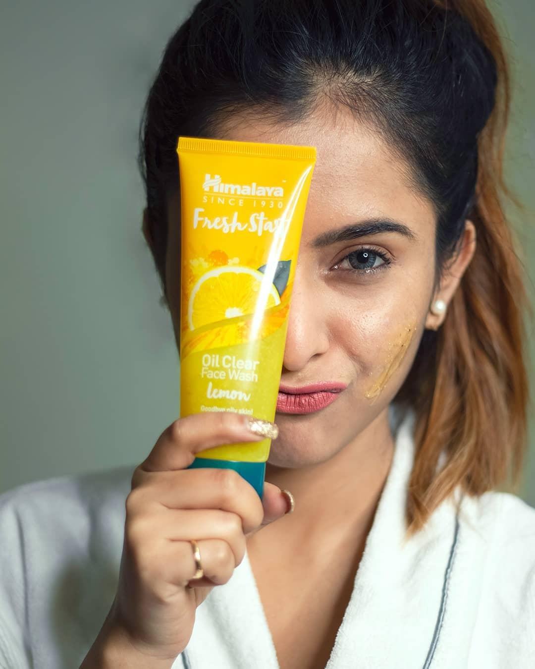 Himalaya Herbals Fresh Start Oil Clear Lemon Face Wash-Say Hi to Oil free Mornings-By trisha_mukherjee-2