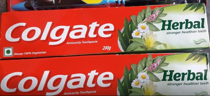 fab-review-Colgate Herbal Toothpaste-By aflyingsoul