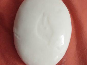 Dove White Beauty Bar pic 1-Moisturises skin-By Nasreen