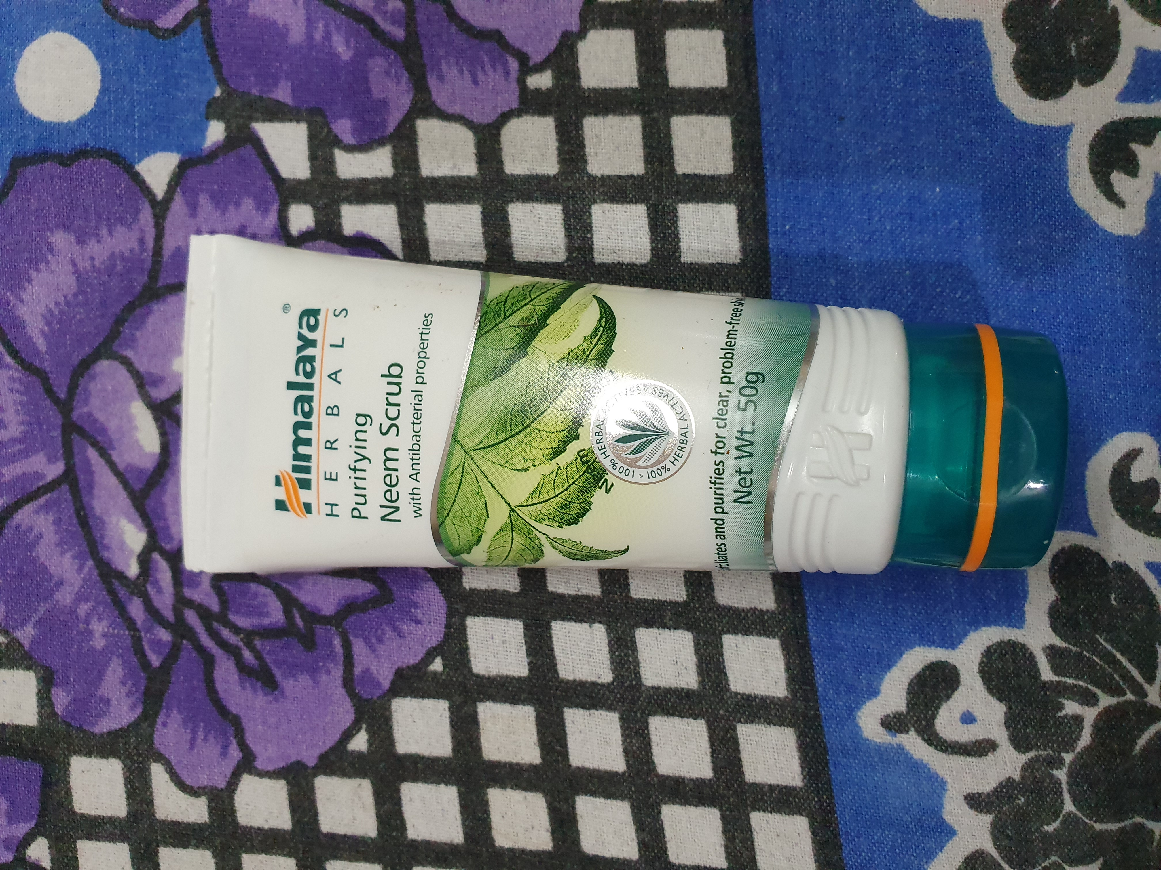 Himalaya Herbals Purifying Neem Scrub-Perfect blend of neem & apricot-By ankita_agarwal