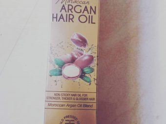 WOW MOROCCAN ARGAN HAIR OIL pic 2-Controls Fizz!-By poonam_kakkar