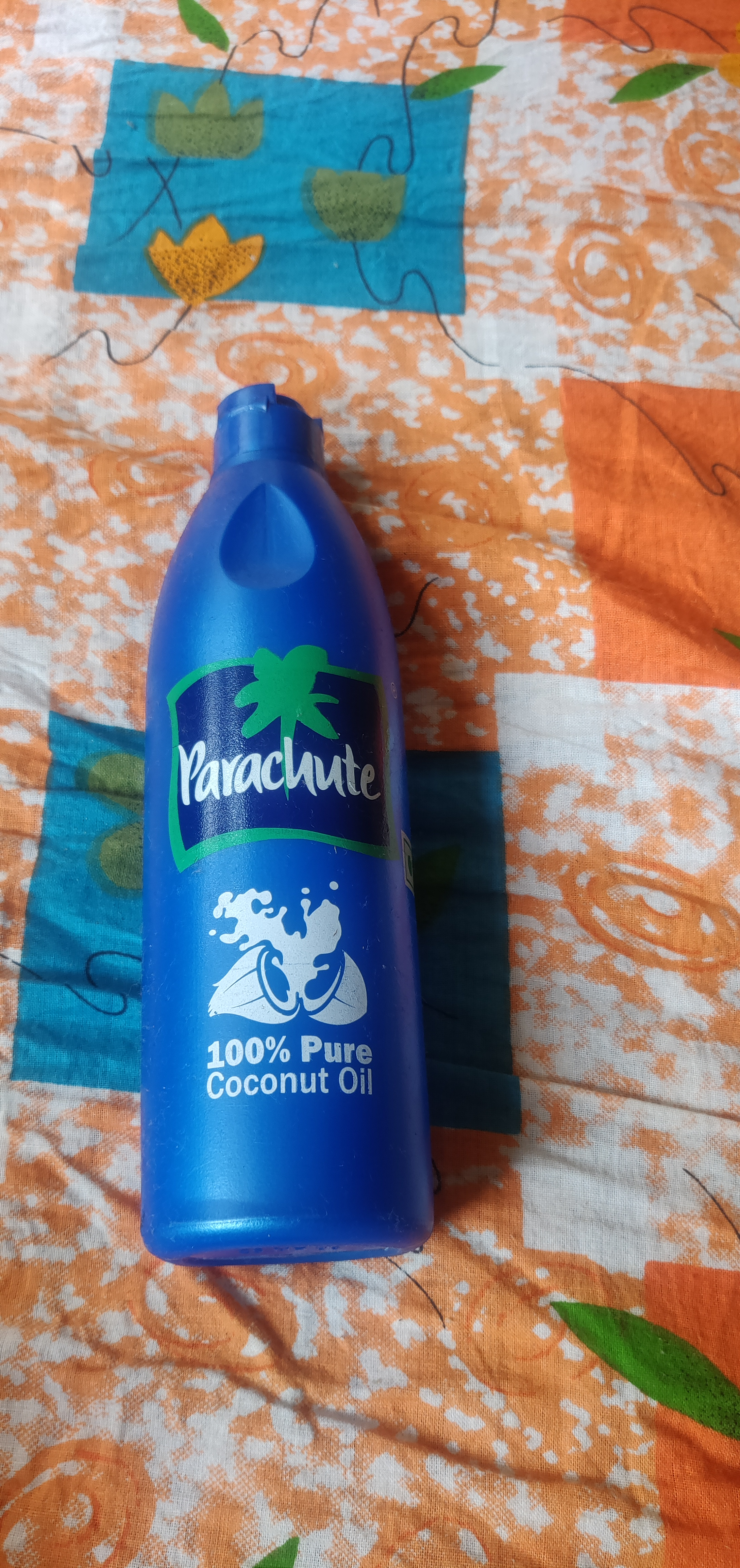 Parachute Advansed Coconut Hair Oil-Oil that improves the quality and quantity of your hair.-By pooja16