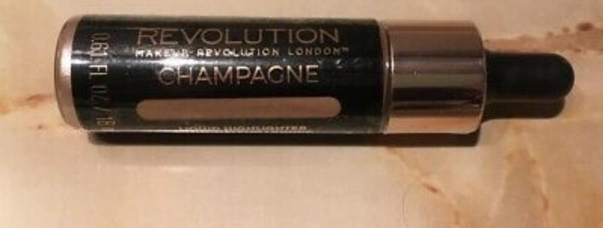 Makeup Revolution Liquid Highlighter -Glowing finish-By sakshi_khandal