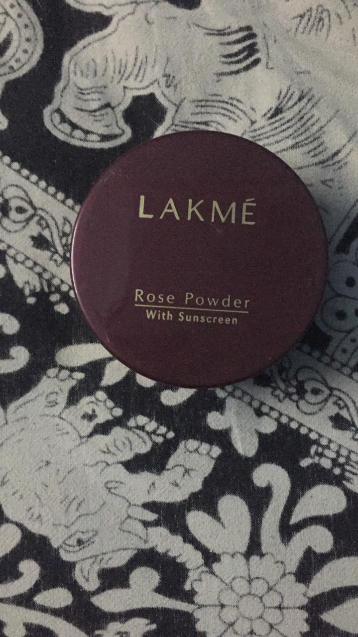 Lakme Radiance Complexion Compact-Lakme compact powder-By garimabagga-2