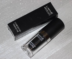 Lakme Absolute Illuminating Foundation-Among best foundations ever used!-By aasthapurii