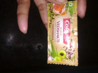 Colgate Swarna Vedshakti Toothpaste pic 2-Colgate swarna vedshakti-By mitshu98