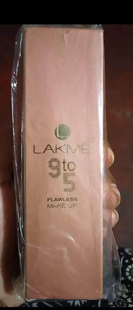 Lakme 9 To 5 Flawless Makeup Foundation-Flawless foundation-By mitshu98