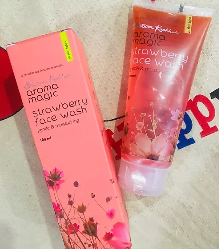 Aroma Magic Strawberry Face Wash-Amazing product-By mitshu98