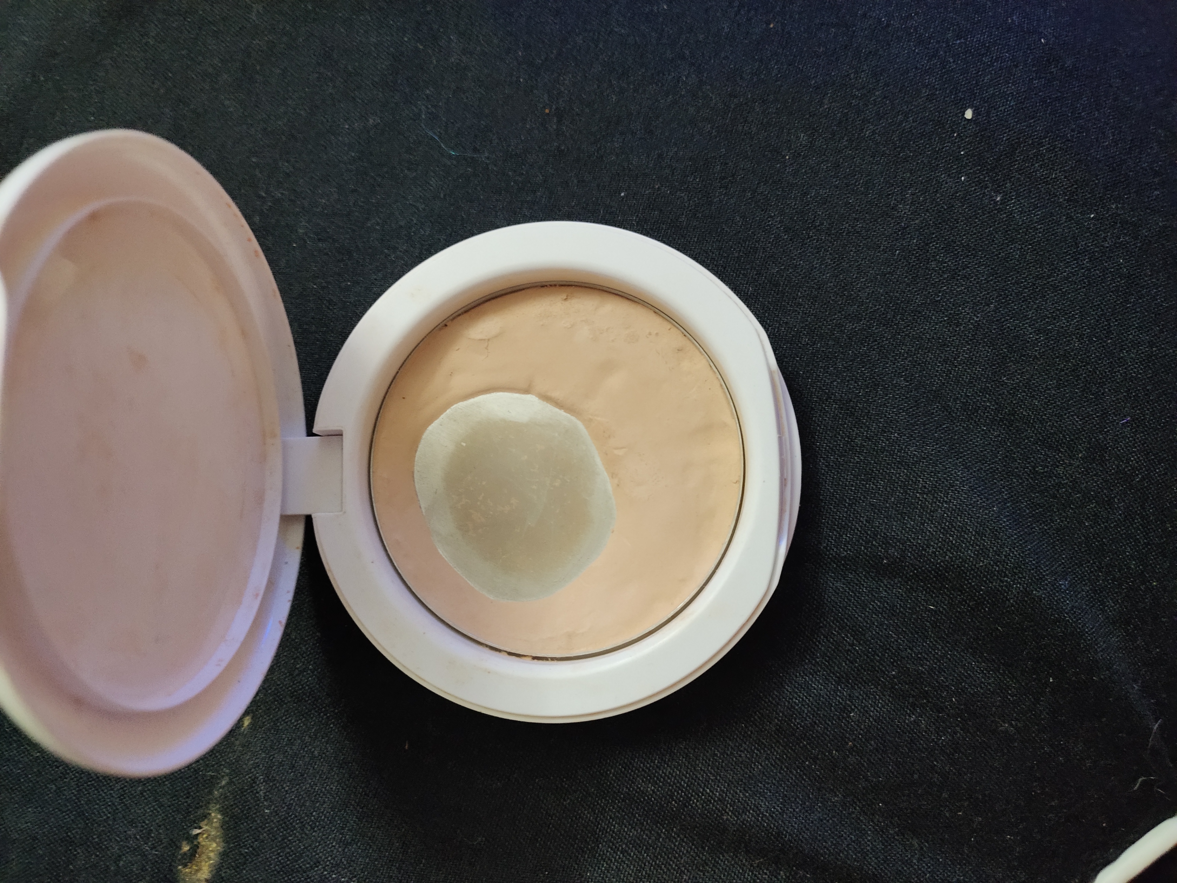 Maybelline New York White Super Fresh Compact-Oil control compact-By ayeshazaiba-1