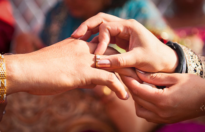 Engagement Wishes for Sister in Hindi