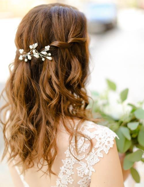 Halb offen, halb hochgesteckt Braut Friseuren