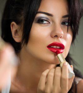 Side Effects of Lipstick in Hindi