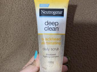 Neutrogena Deep Clean Blackhead Eliminating Daily Scrub -Prevents blackheads-By shachi_sharma