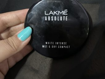 Lakme Absolute White Intense Wet & Dry Compact pic 3-Can be used as compact and foundation-By shachi_sharma