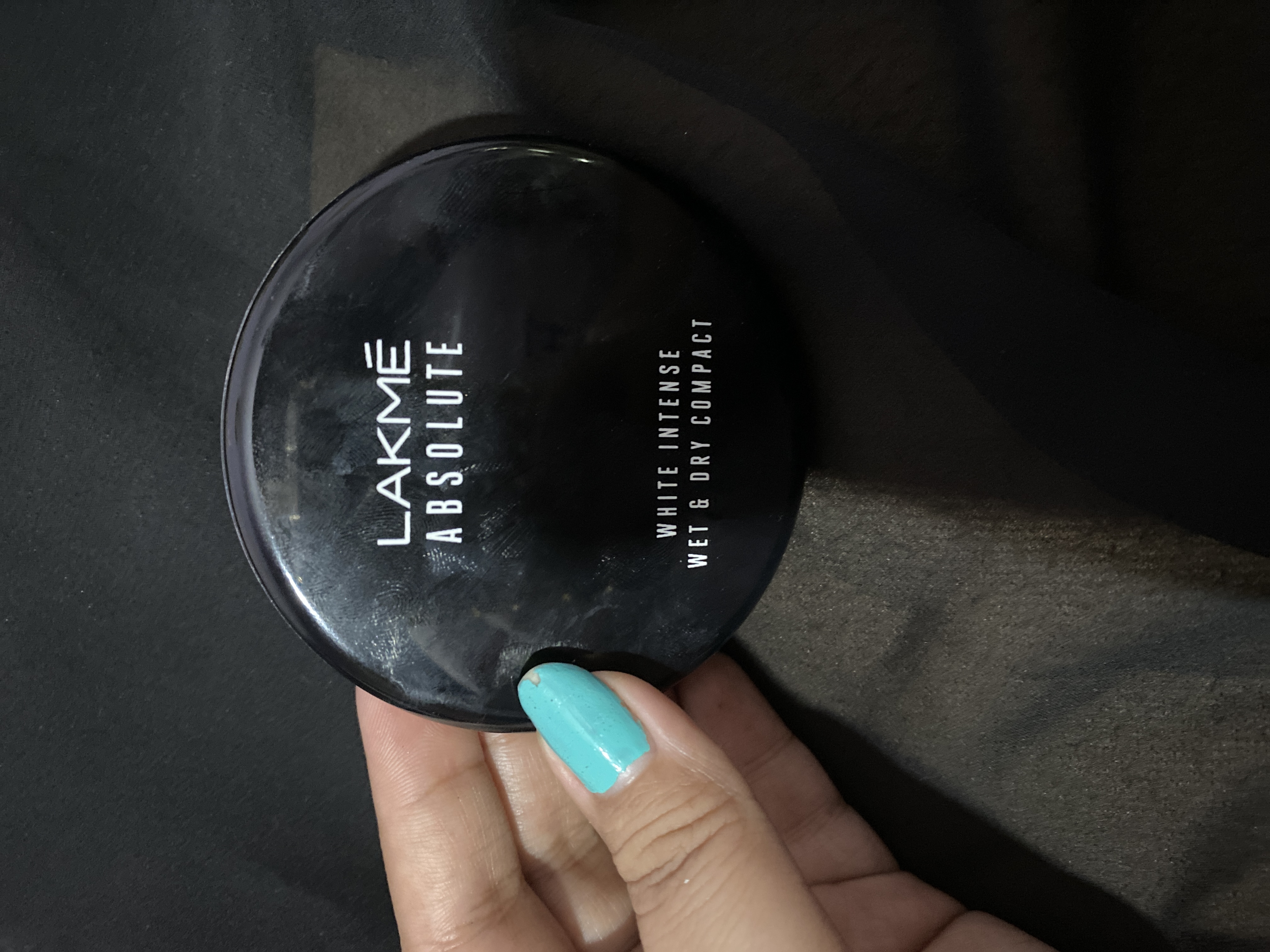 Lakme Absolute White Intense Wet & Dry Compact-Can be used as compact and foundation-By shachi_sharma-3