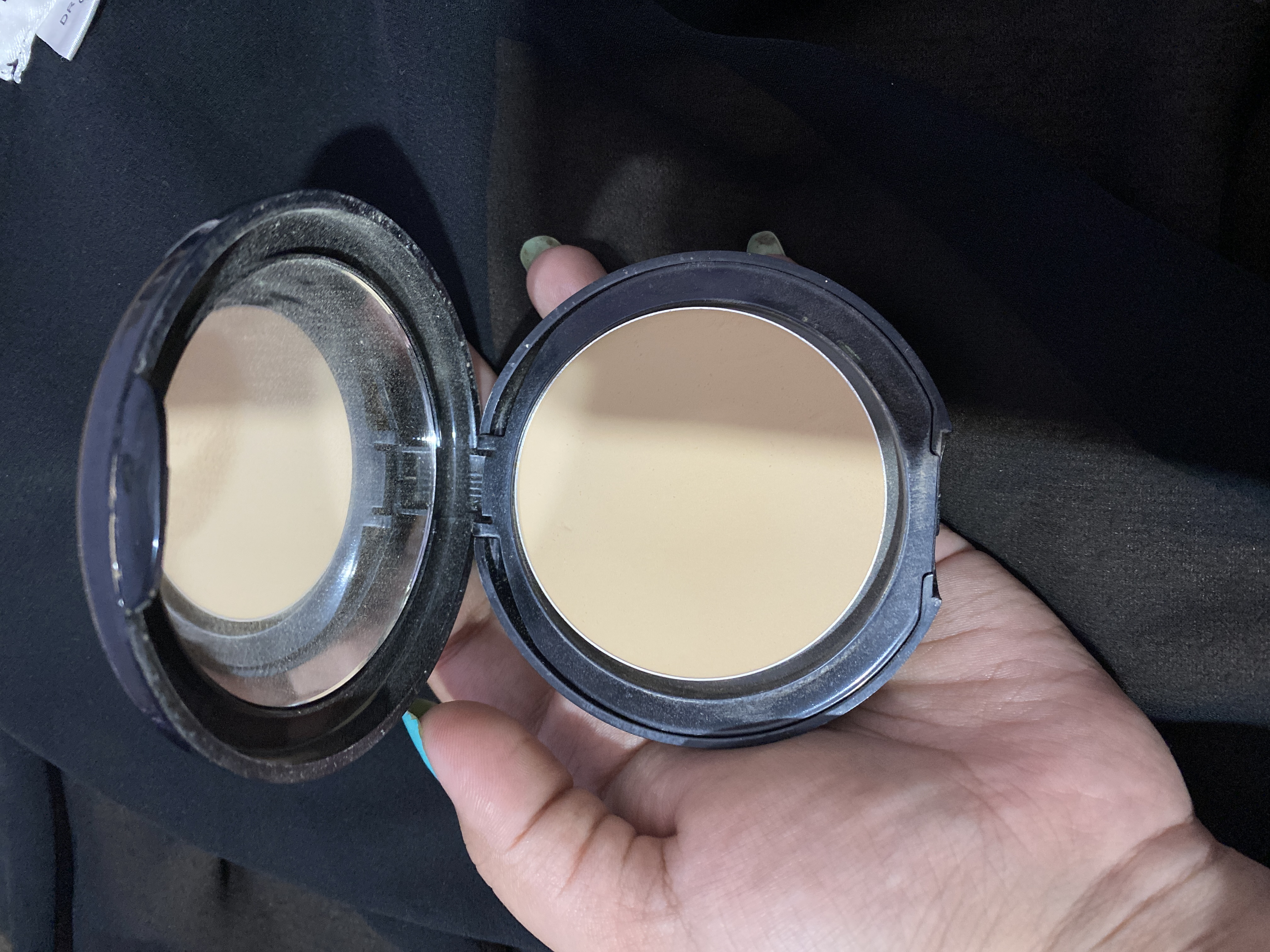 Lakme Absolute White Intense Wet & Dry Compact-Can be used as compact and foundation-By shachi_sharma-1