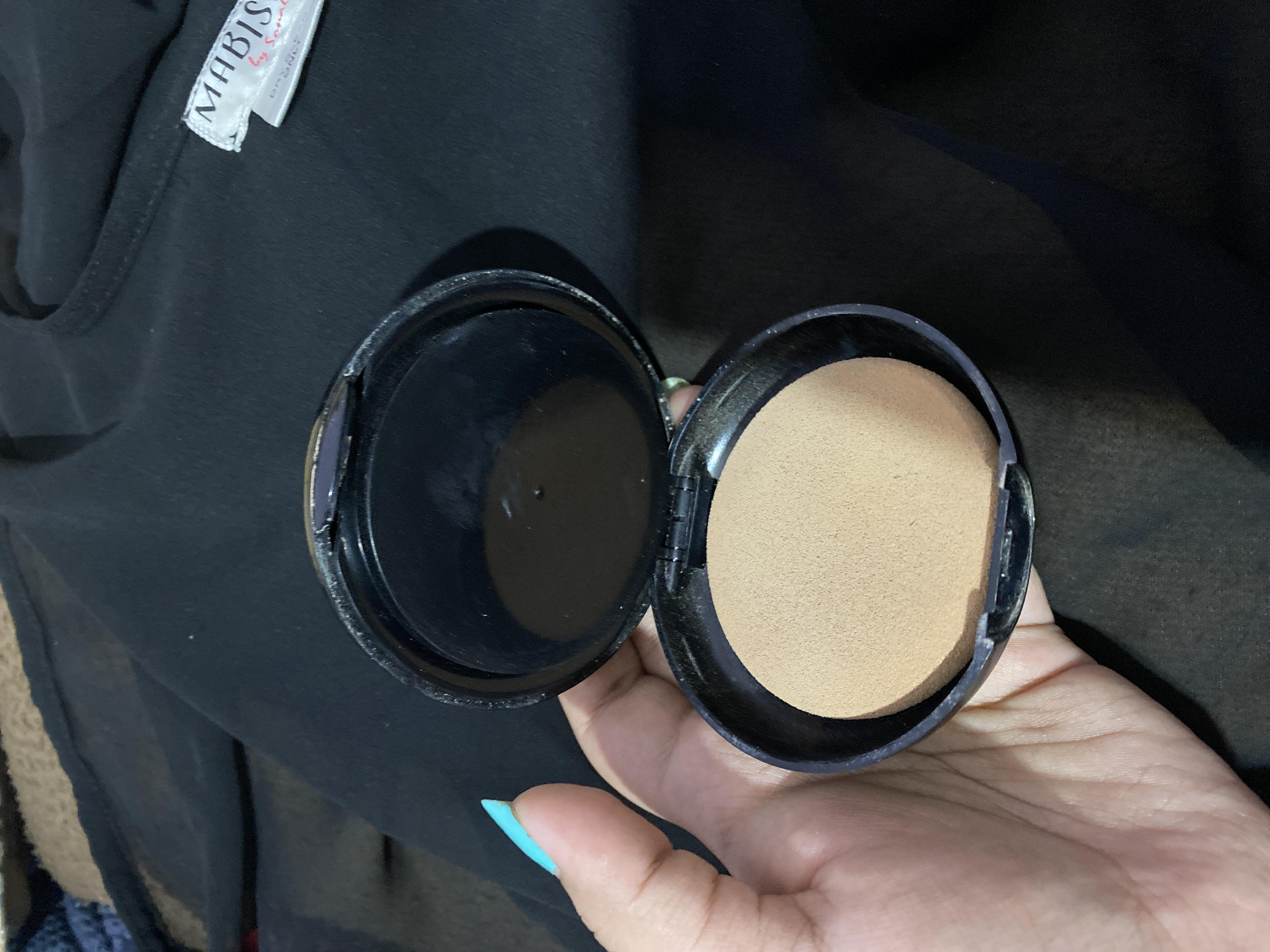 Lakme Absolute White Intense Wet & Dry Compact-Can be used as compact and foundation-By shachi_sharma-2