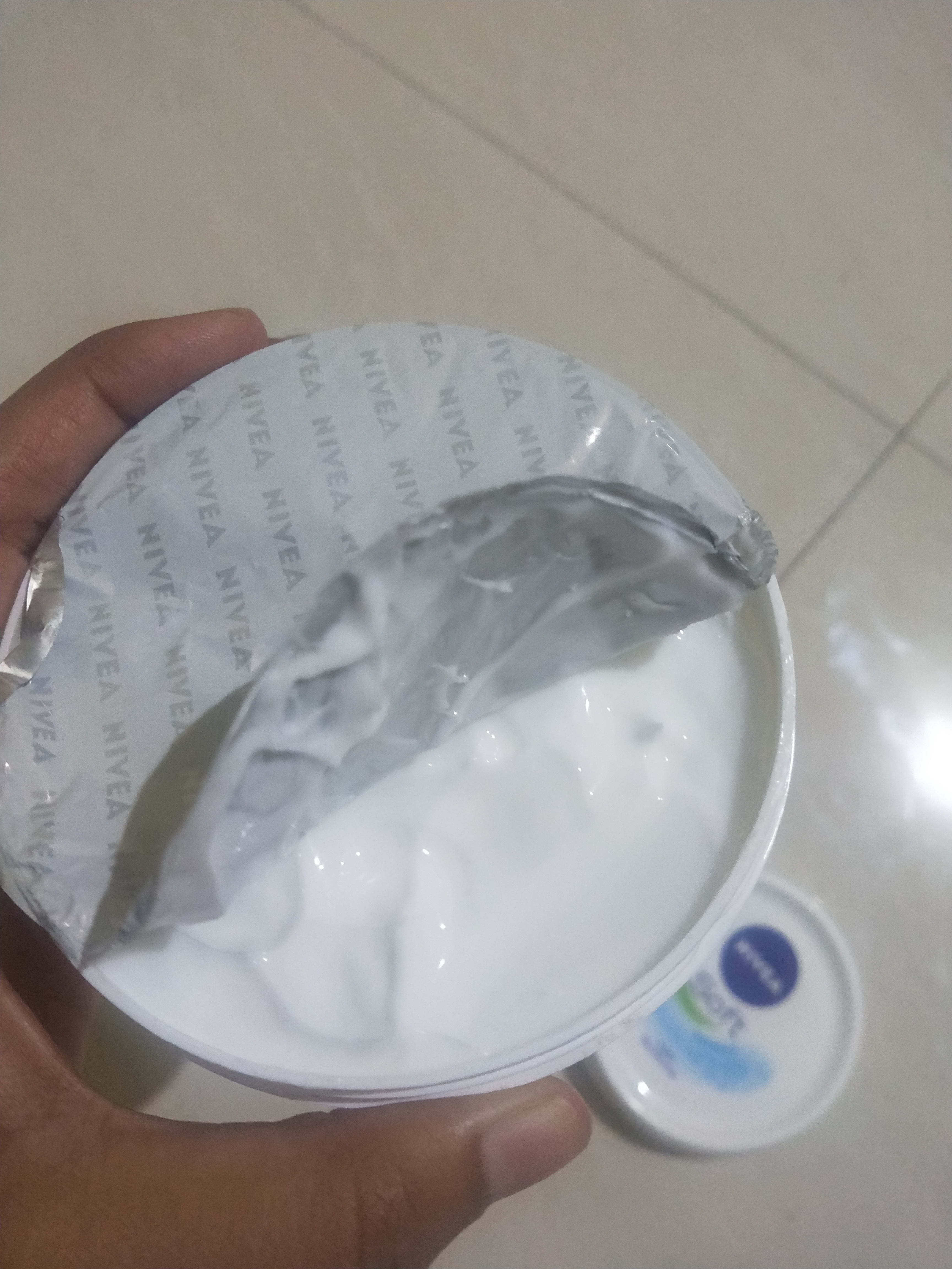 Nivea Soft Light Moisturiser-Light weight moisturizer, suitable for normal-dry skin-By miss_hungry_soul-4