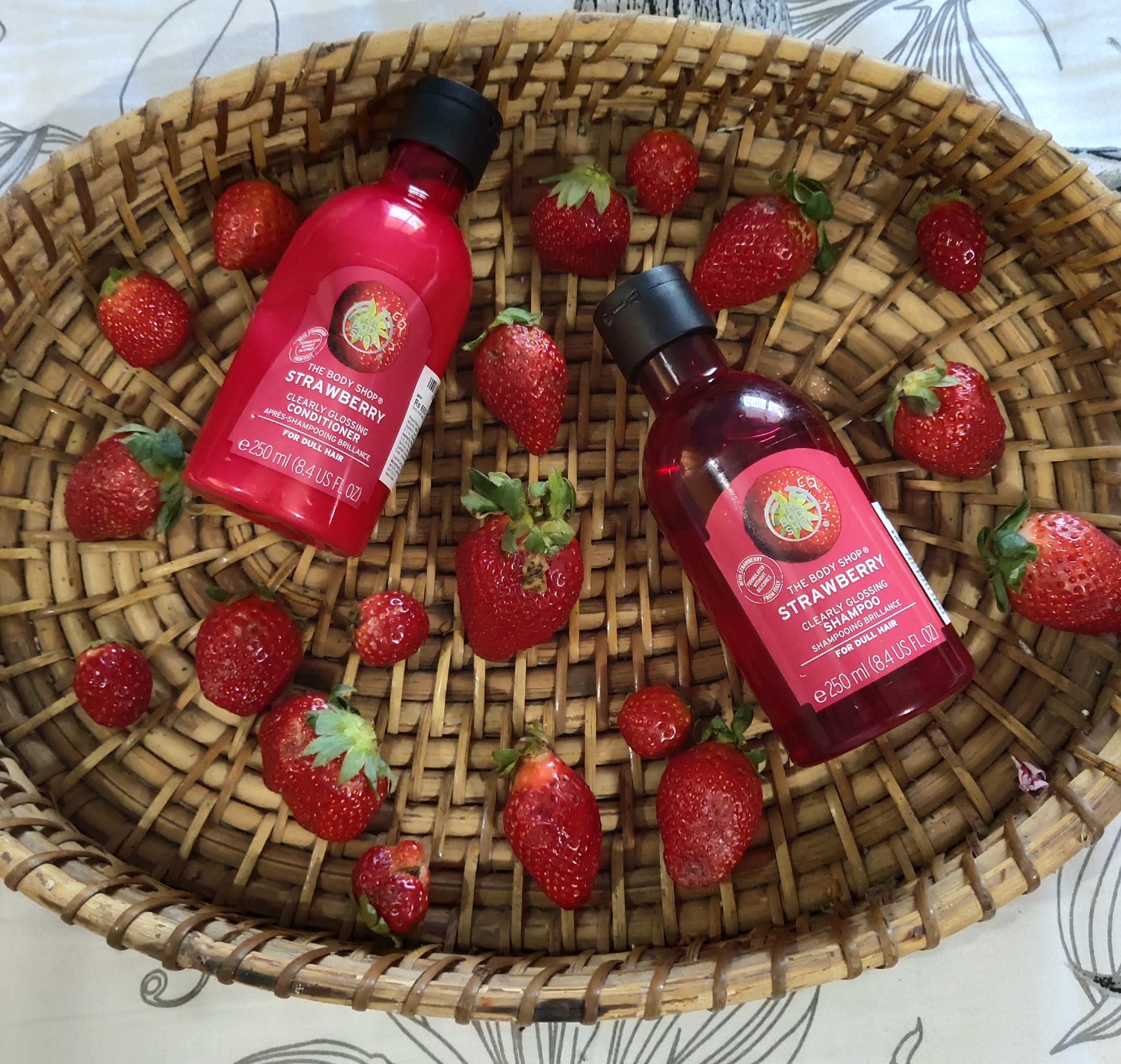 The Body Shop Strawberry Clearly Glossing Shampoo -Hair care shampoo-By tannutanya26