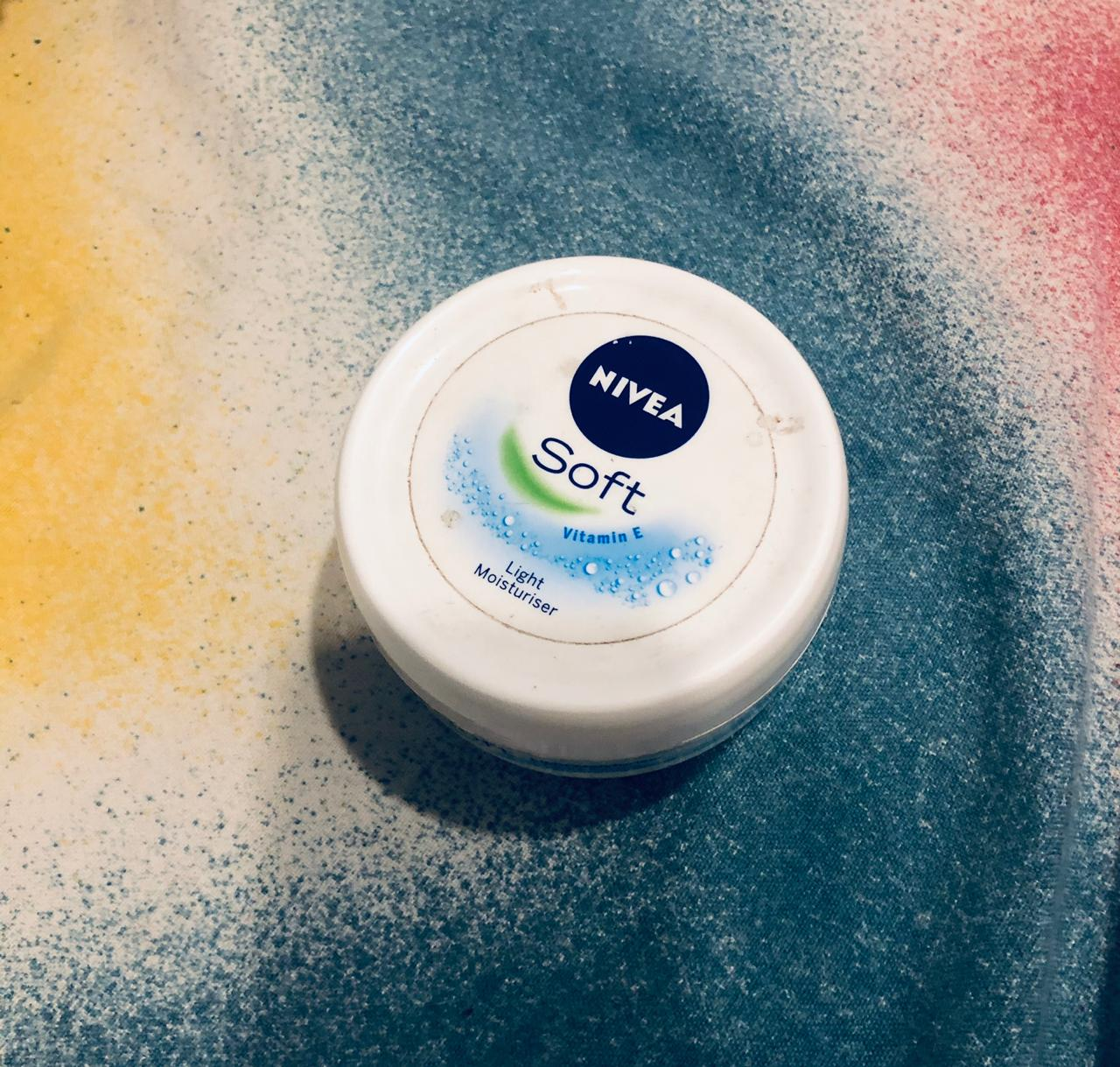 Nivea Soft Light Moisturiser-Any season this is the one-By ayushi_kejriwal