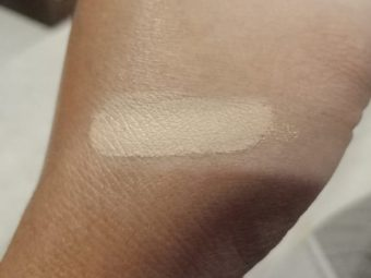 Lakme Absolute White Intense Liquid Concealer pic 2-Hides dark circle-By beauty_bliss2020