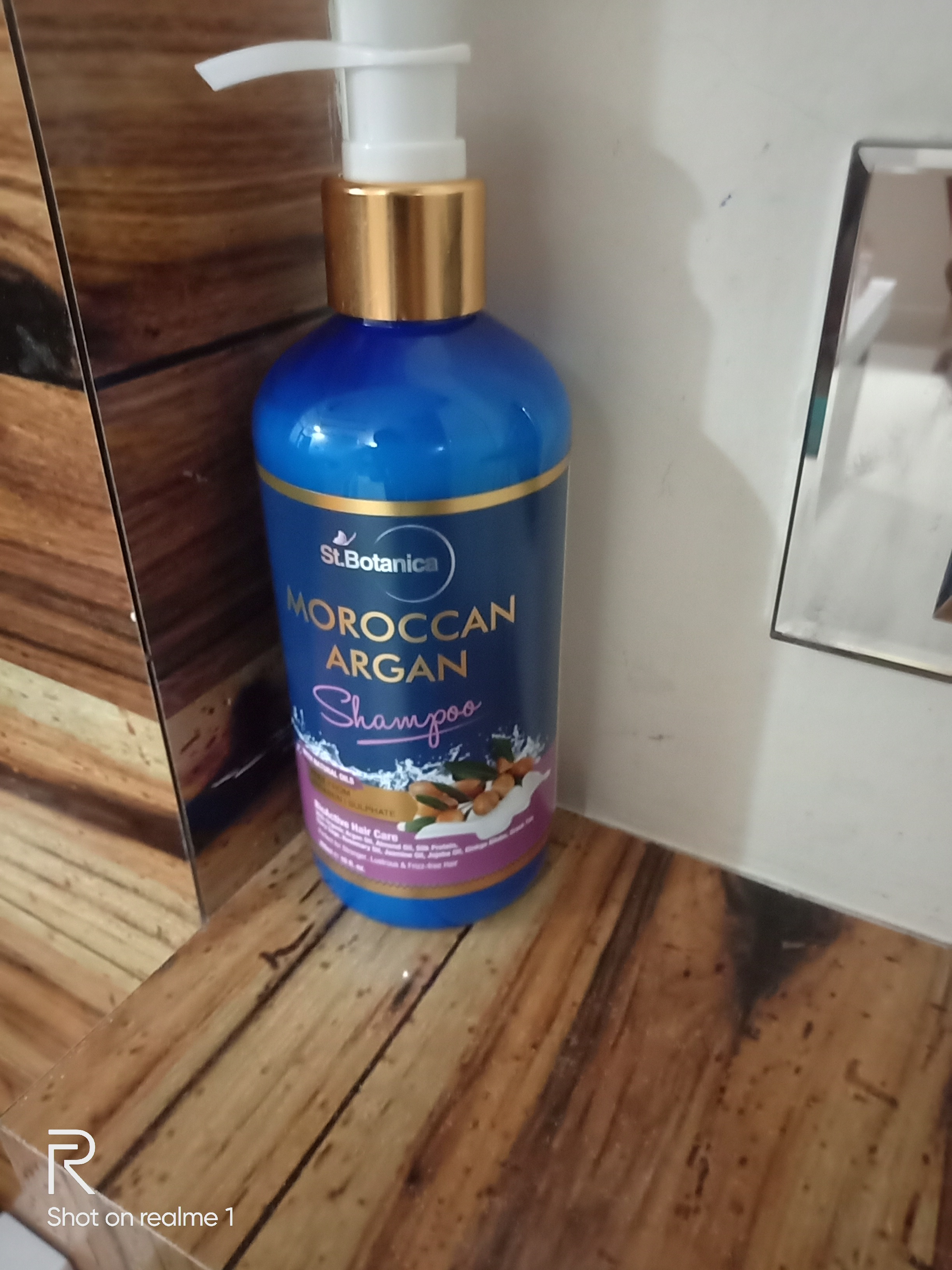 StBotanica Moroccan Argan Hair Shampoo-Easy to get soft & amp; silky hair in one wash.-By bhagyashree_kanuga_nimani