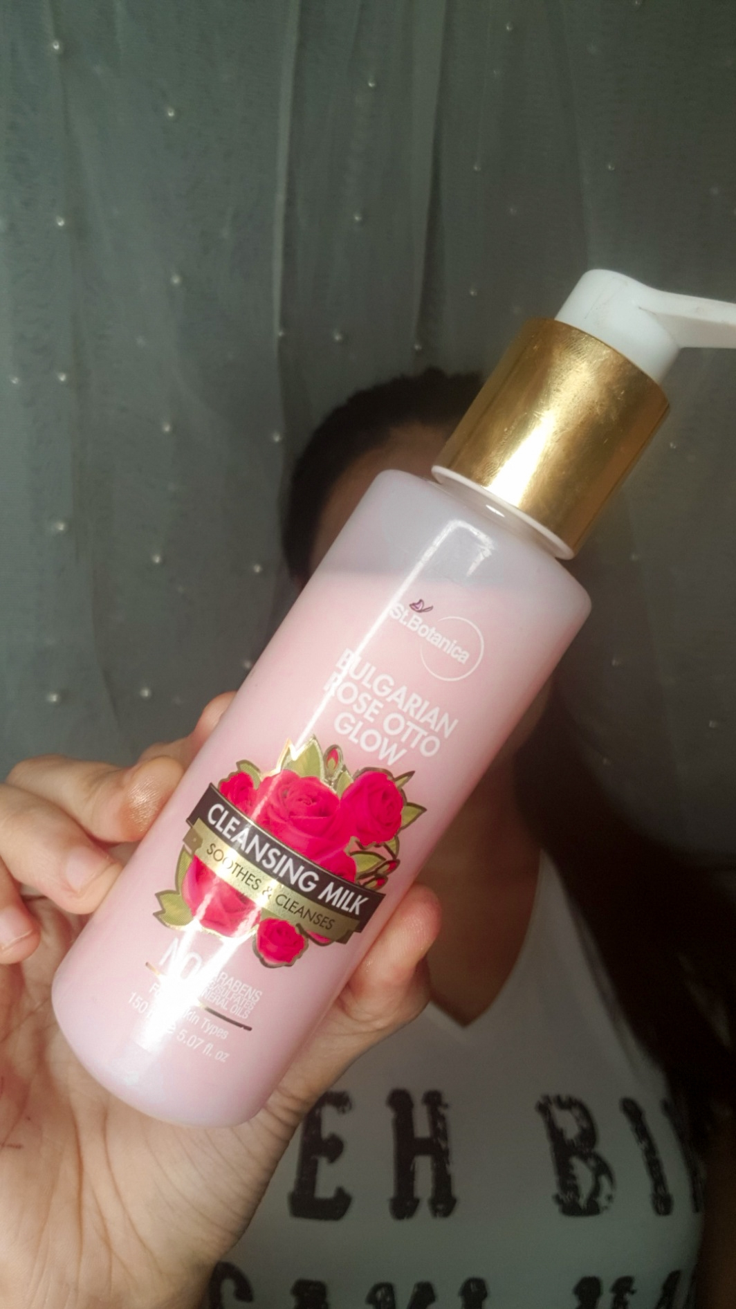 StBotanica Bulgarian Rose Otto Glow Cleansing Milk pic 2-Removes makeup like magic-By prarthanakapoor.official_