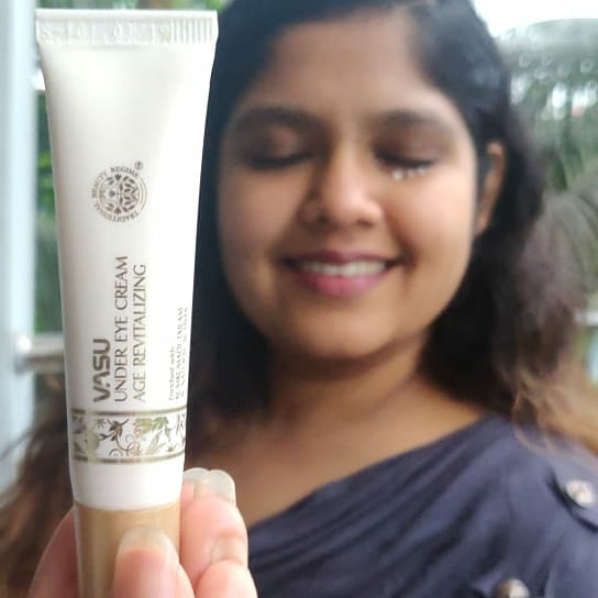 Vasu Age Revitalizing Under Eye Cream -Favorite ice cream-By neha_singhi