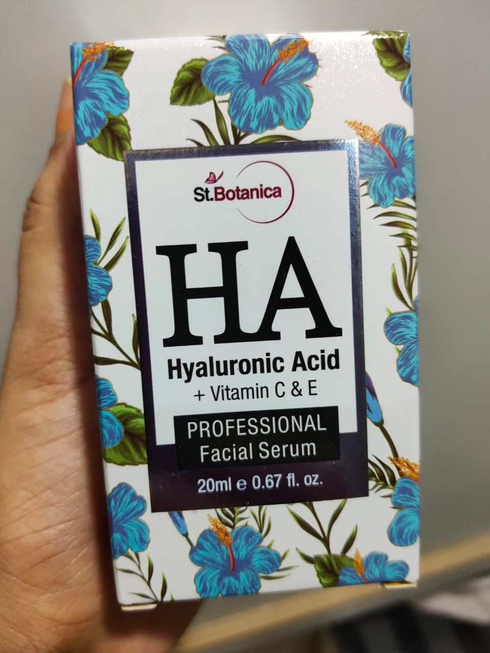 St.Botanica Hyaluronic Acid Facial Serum + Vitamin C, E-Makes skin more glowy-By suhanigaba