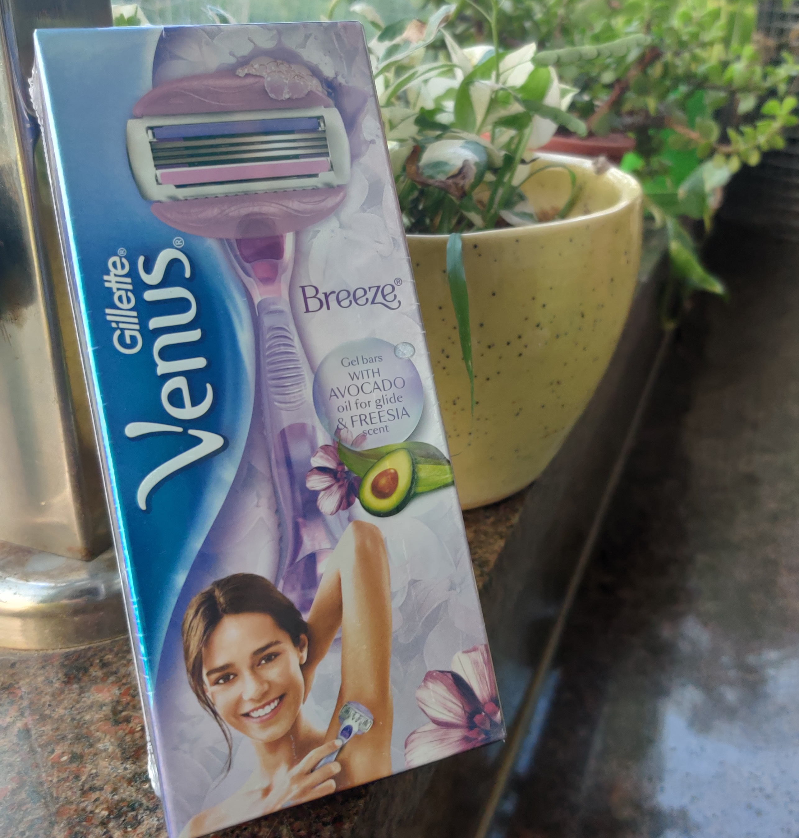 Gillette Venus Breeze Razor-Smooth and feather touch-By raisingtweentot