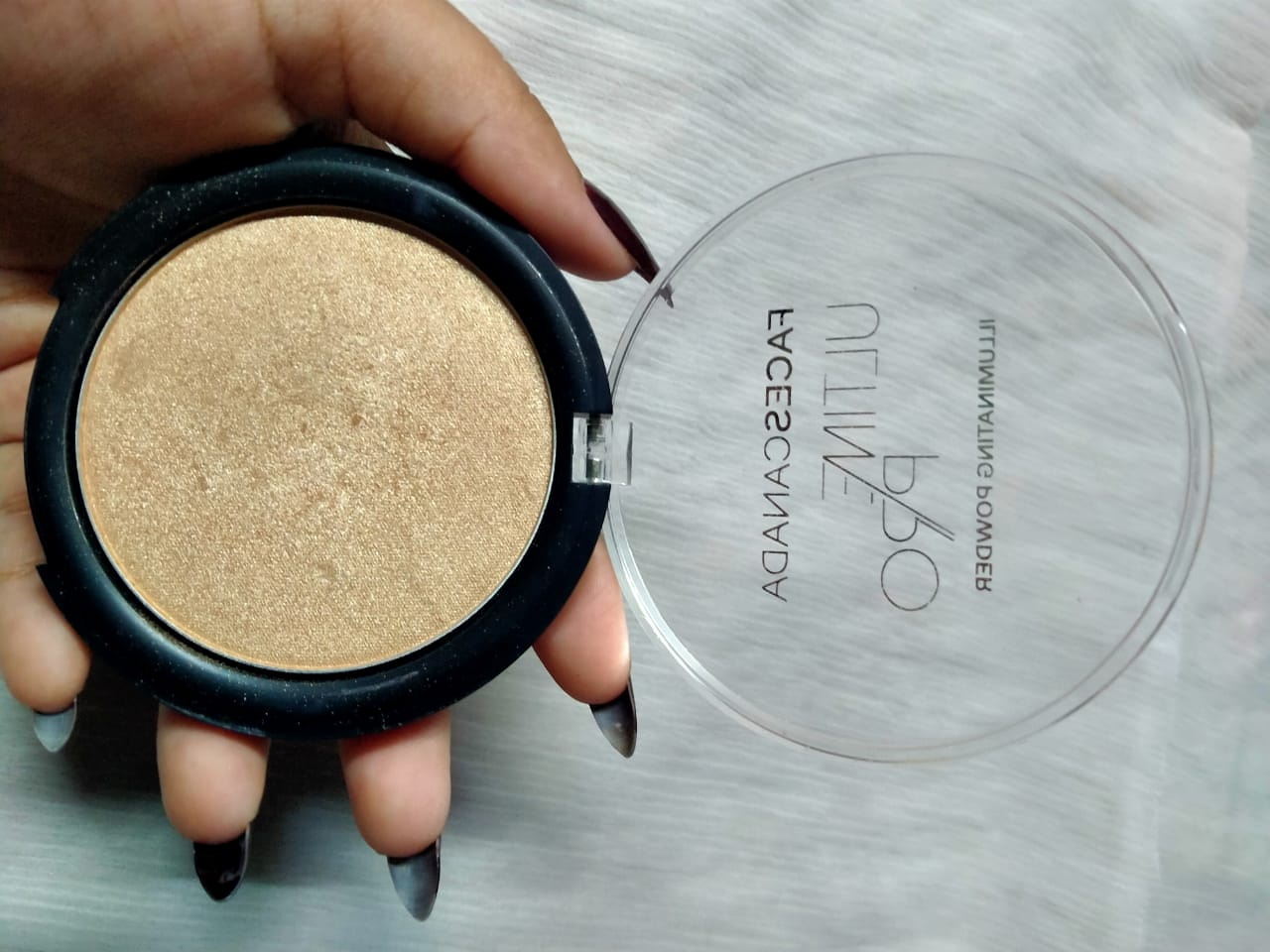 Faces Ultime Pro Illuminating Powder-Shine in the crowd!-By ishika_shaw-2
