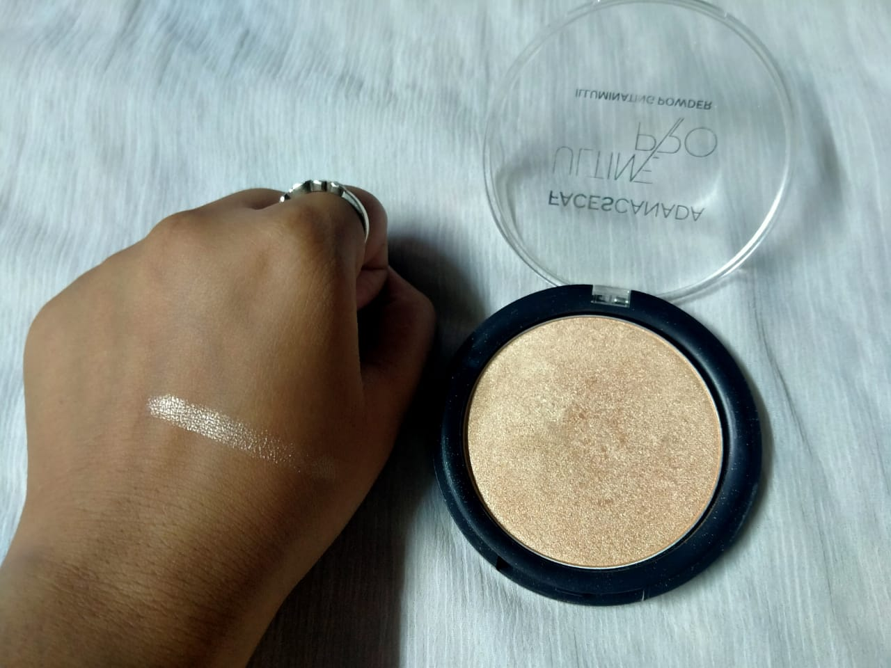 Faces Ultime Pro Illuminating Powder-Shine in the crowd!-By ishika_shaw-3