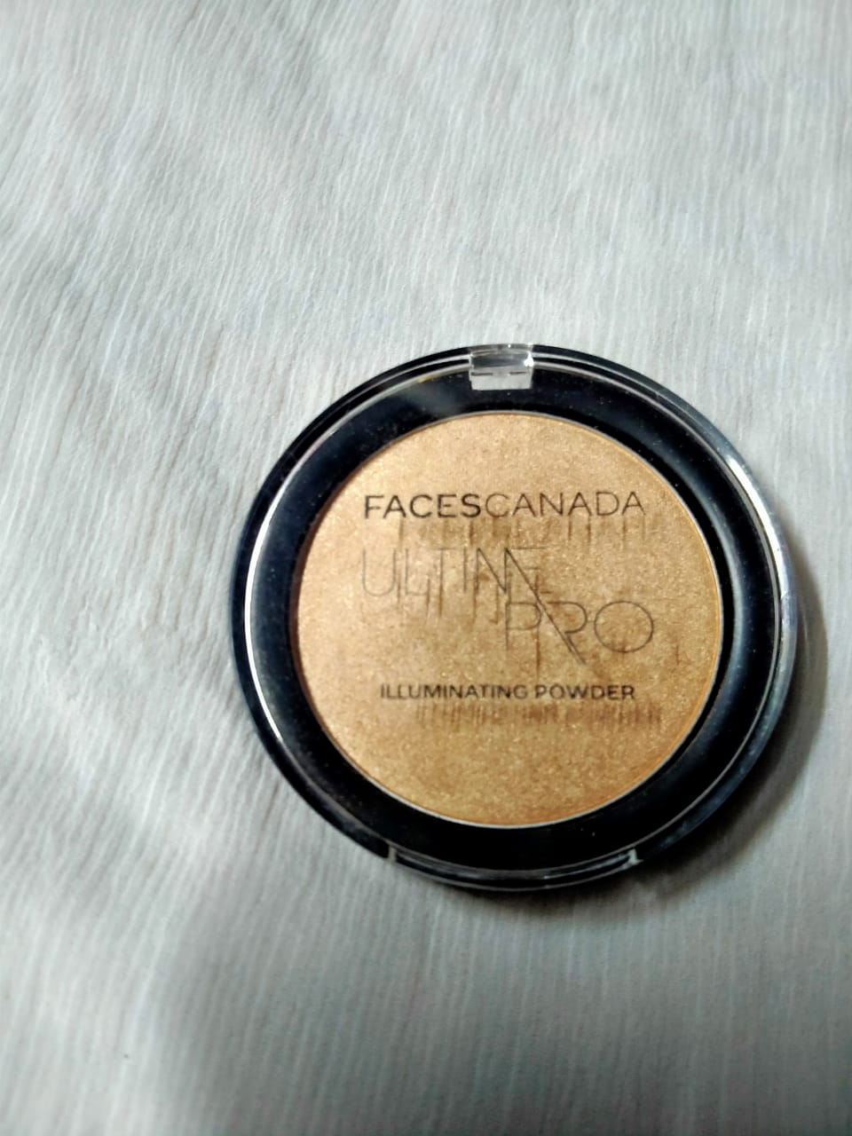 Faces Ultime Pro Illuminating Powder-Shine in the crowd!-By ishika_shaw-1