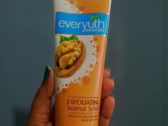 Everyuth Naturals Exfoliating Walnut Scrub pic 1-Everyuth natural exfoliating walnut Scrub-By niggithajohn