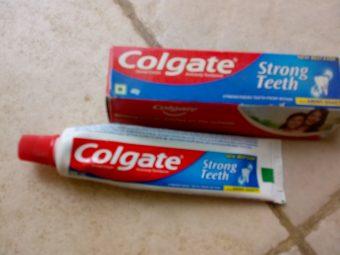 Colgate Strong Teeth Toothpaste -Colgate strong teeth toothpaste-By poorvi_khandelwal