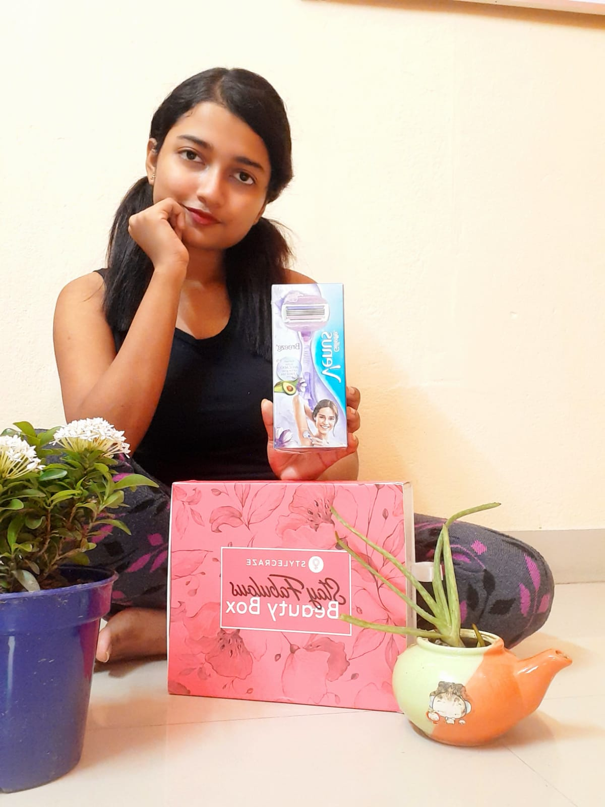 Gillette Venus Breeze Razor-Hair less and an extra smooth skin-By laila_chakraborty_-1
