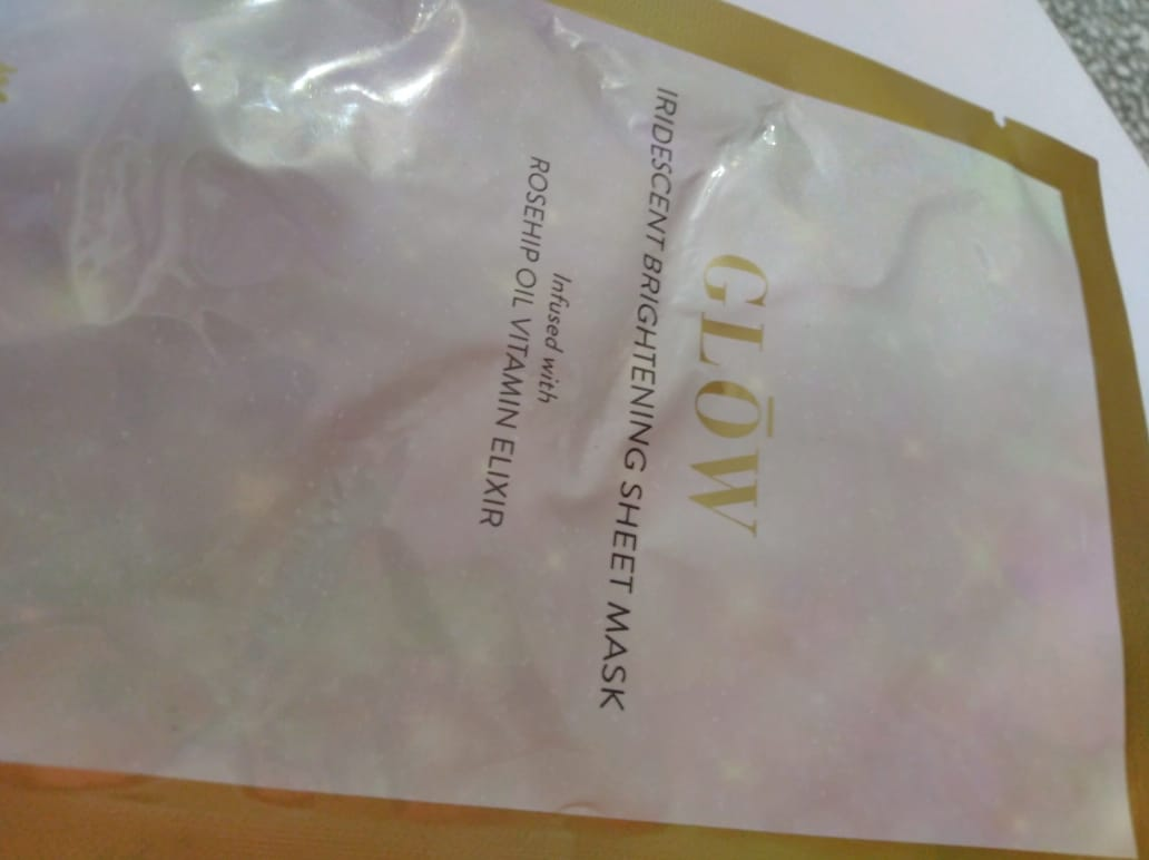 MyGlamm Glow Iridescent Brightening Sheet Mask Rosehip Extract Vitamin Elixir-Mask with A glow-By heena02