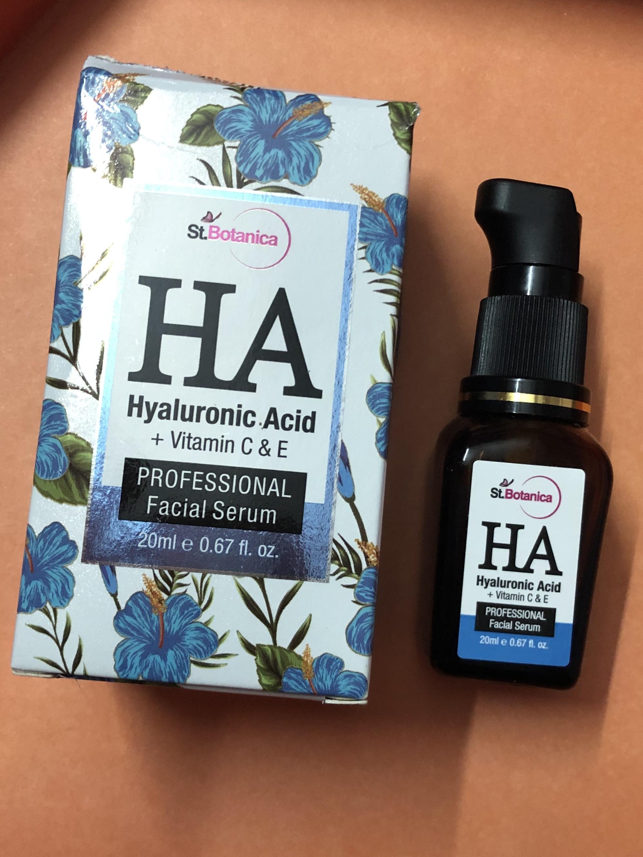 St.Botanica Hyaluronic Acid Facial Serum + Vitamin C, E-Best Serum-By ramanmakeovers-1